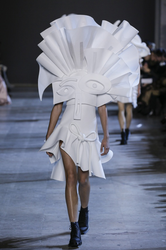 Viktor-Rolf-Couture-Silhouette-14