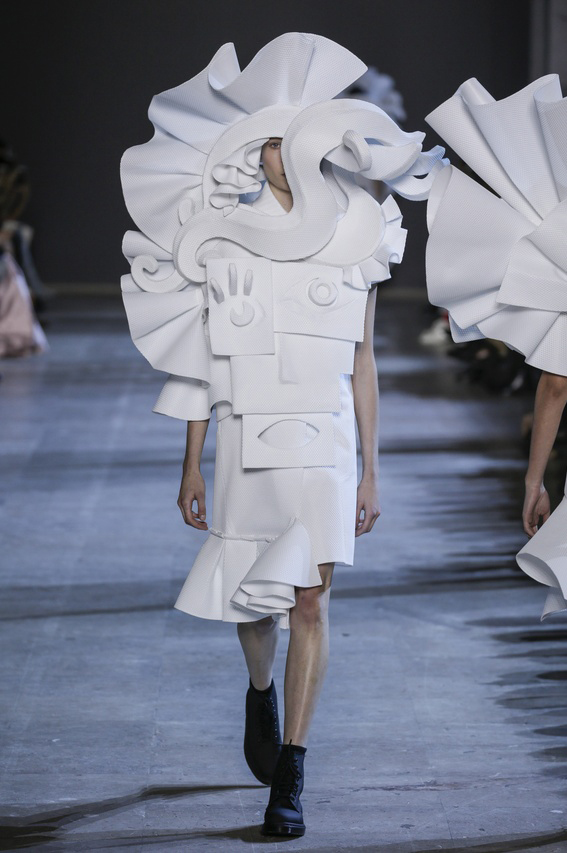 Viktor-Rolf-Couture-Silhouette-15