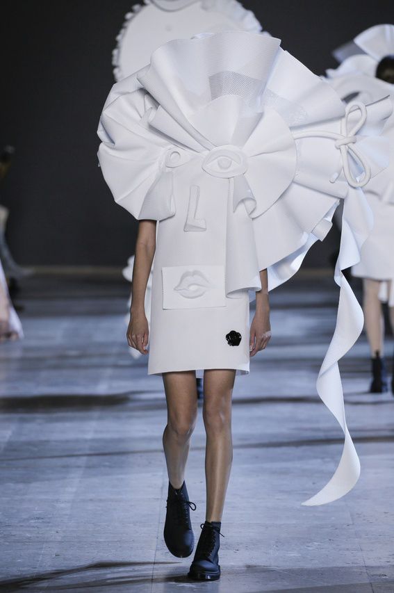 Viktor-Rolf-Couture-Silhouette-16