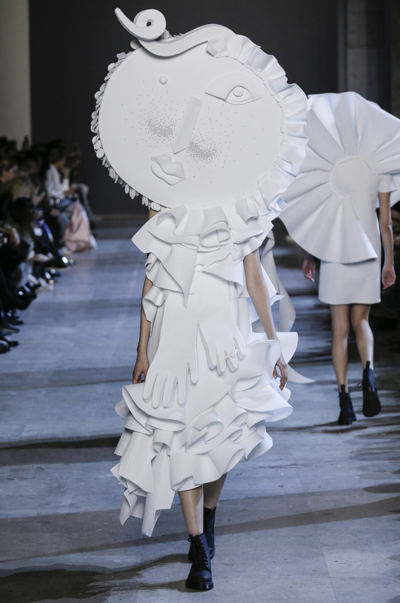 Viktor-Rolf-Couture-Silhouette-17