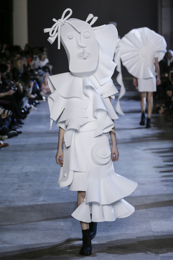 Viktor-Rolf-Couture-Silhouette-18