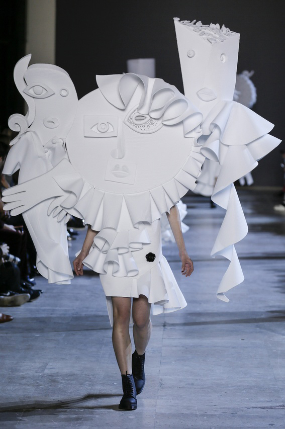 Viktor-Rolf-Couture-Silhouette-19