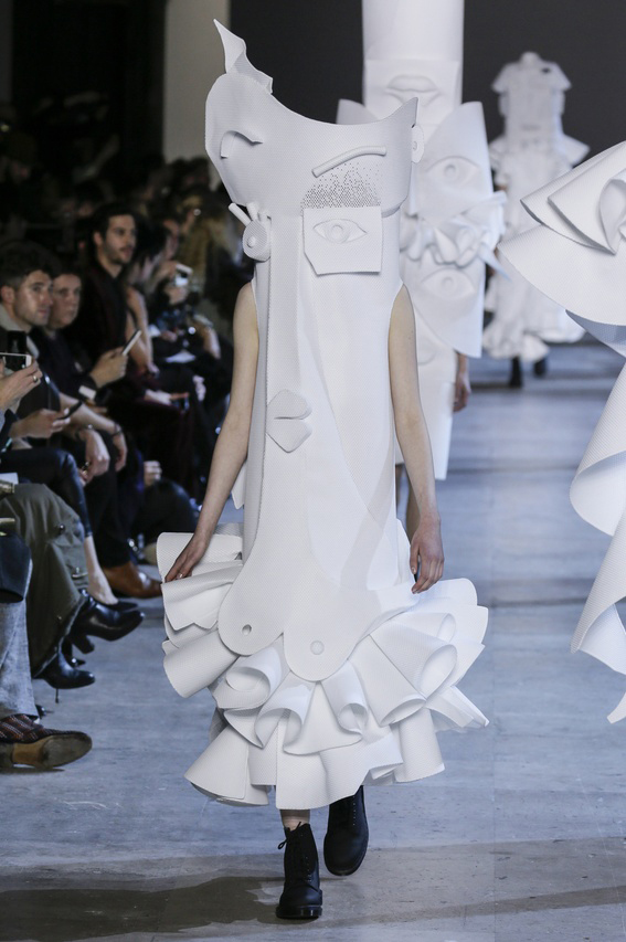 Viktor-Rolf-Couture-Silhouette-20