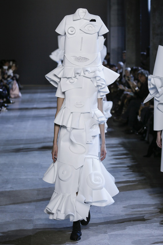 Viktor-Rolf-Couture-Silhouette-22