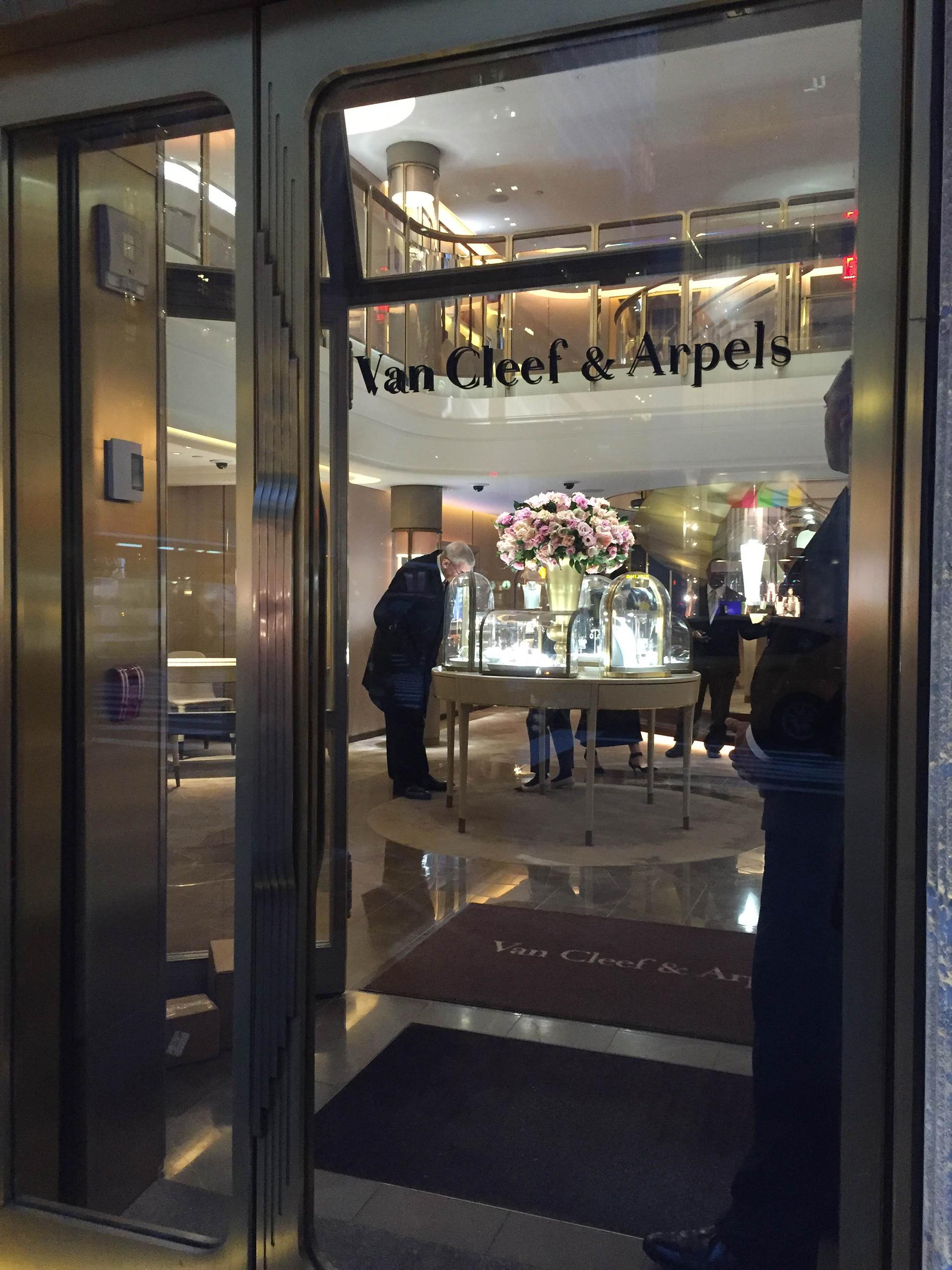 Van-Cleef-Arpels-5th-Ave-Feb-2016-02
