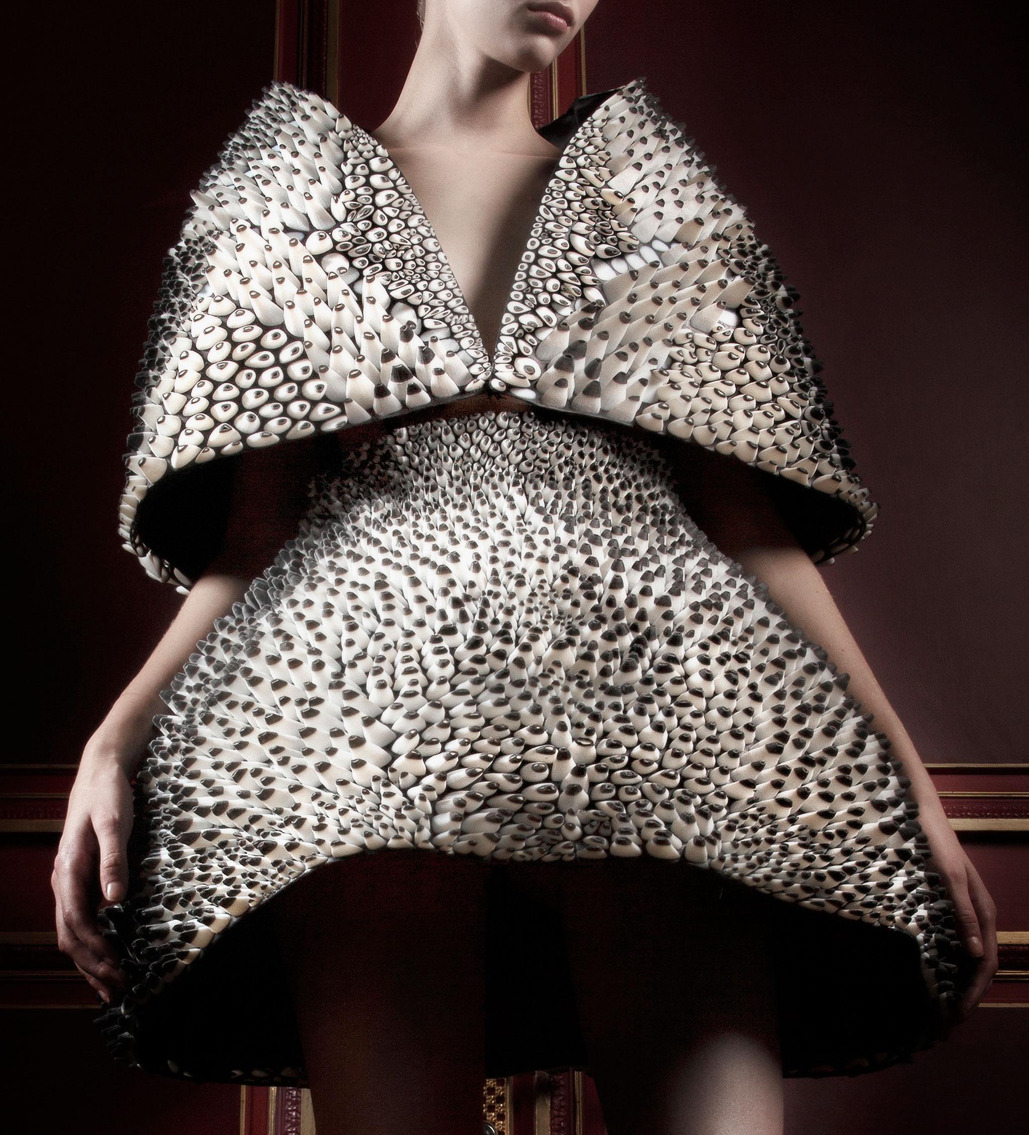 3D-Printed-Neri-Oxman-Iris-van-Herpen-Anthozoa-Cape-Skirt-2