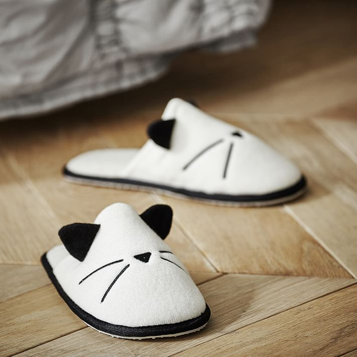 Emily-Meritt-Knit-cat-slipper-02