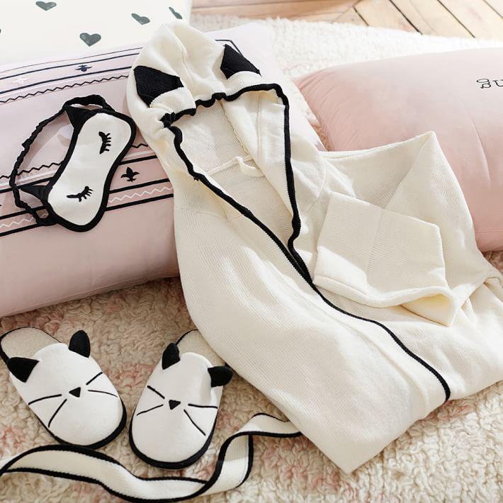 Emily-Meritt-Knit-cat-slipper-03