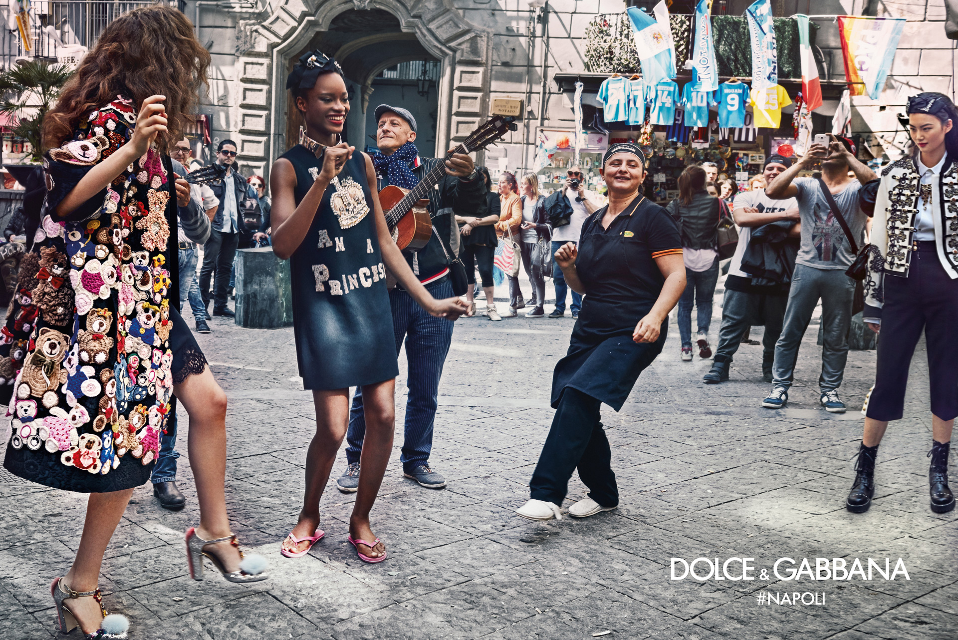 Dolce-Gabbana-Fall-Winter-2016-2017-Ad-Campaign-Naples-5