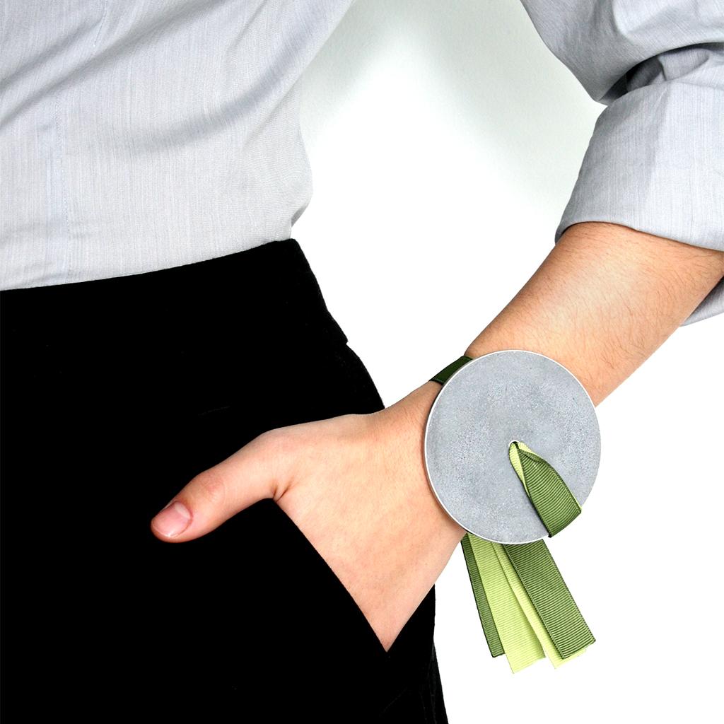 Konzuk-Discus-Bracelet-Olive-Avocado