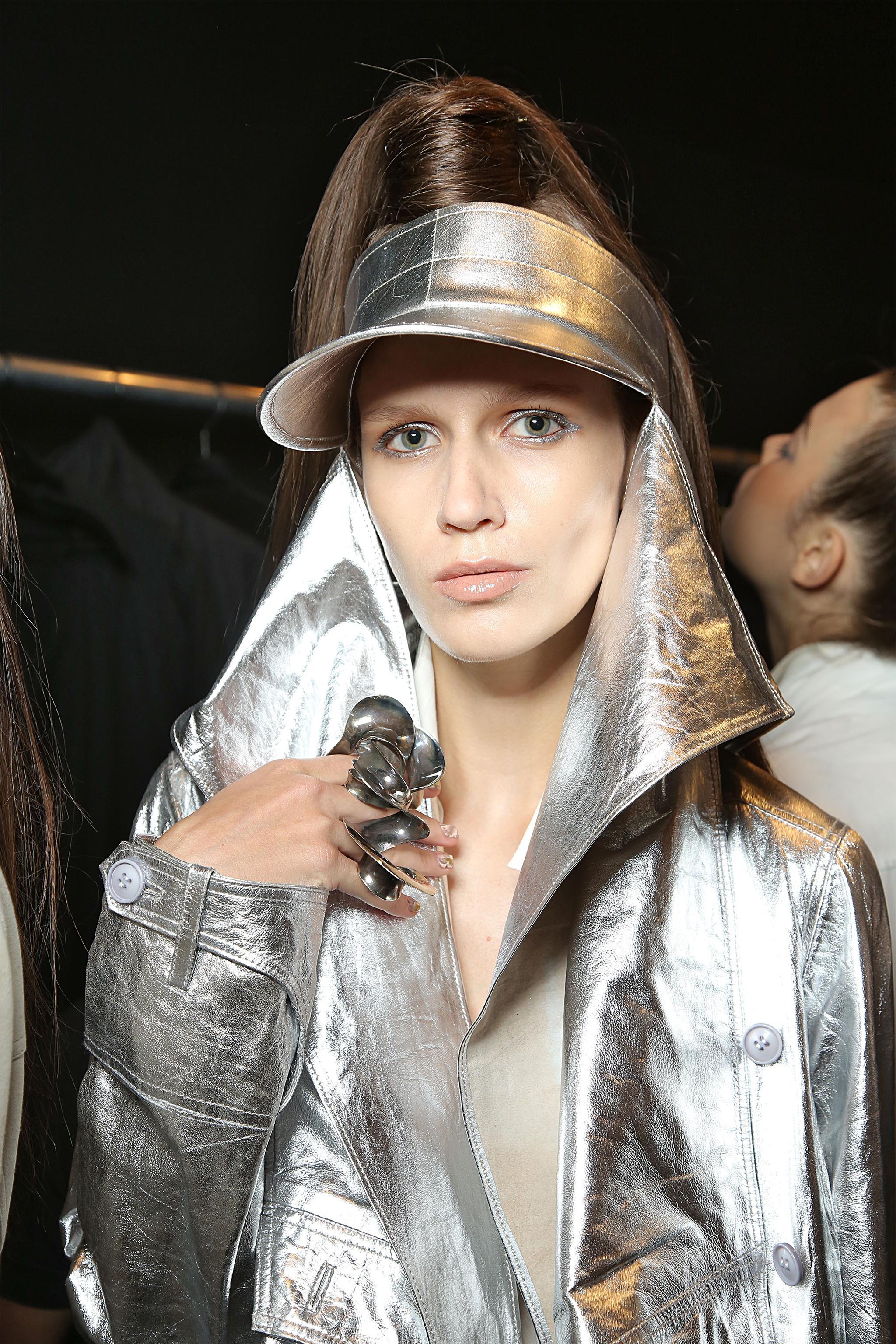 Lisa-Linhardt-Nicholas-K-Backstage-05