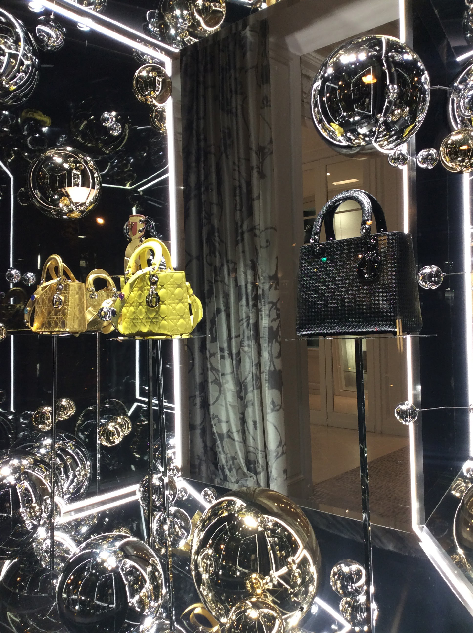 avenue-montaigne-paris-stores-24