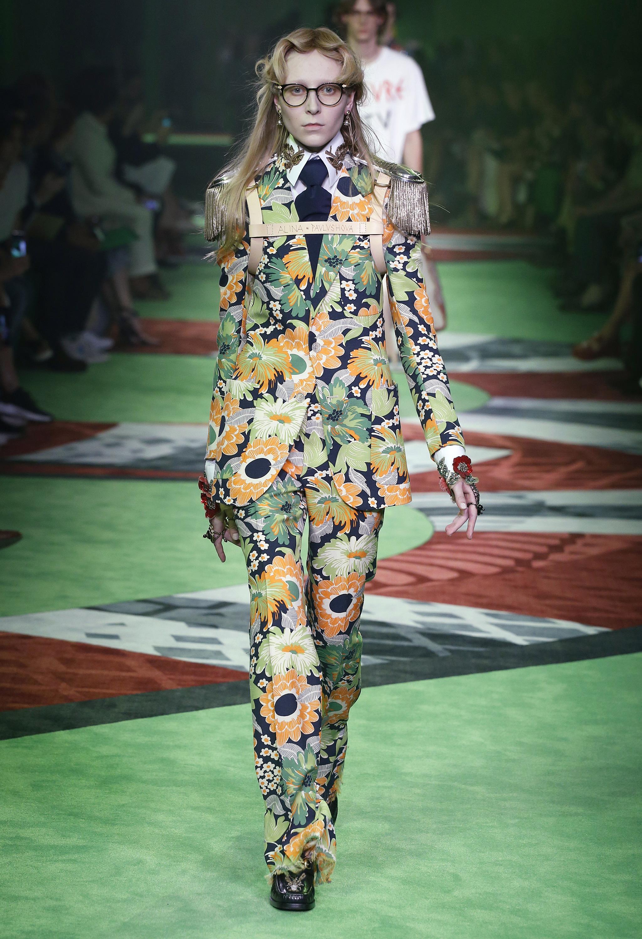 Pantone Color of the Year 2017: PANTONE 15-0343 Greenery   Womenswear Gucci