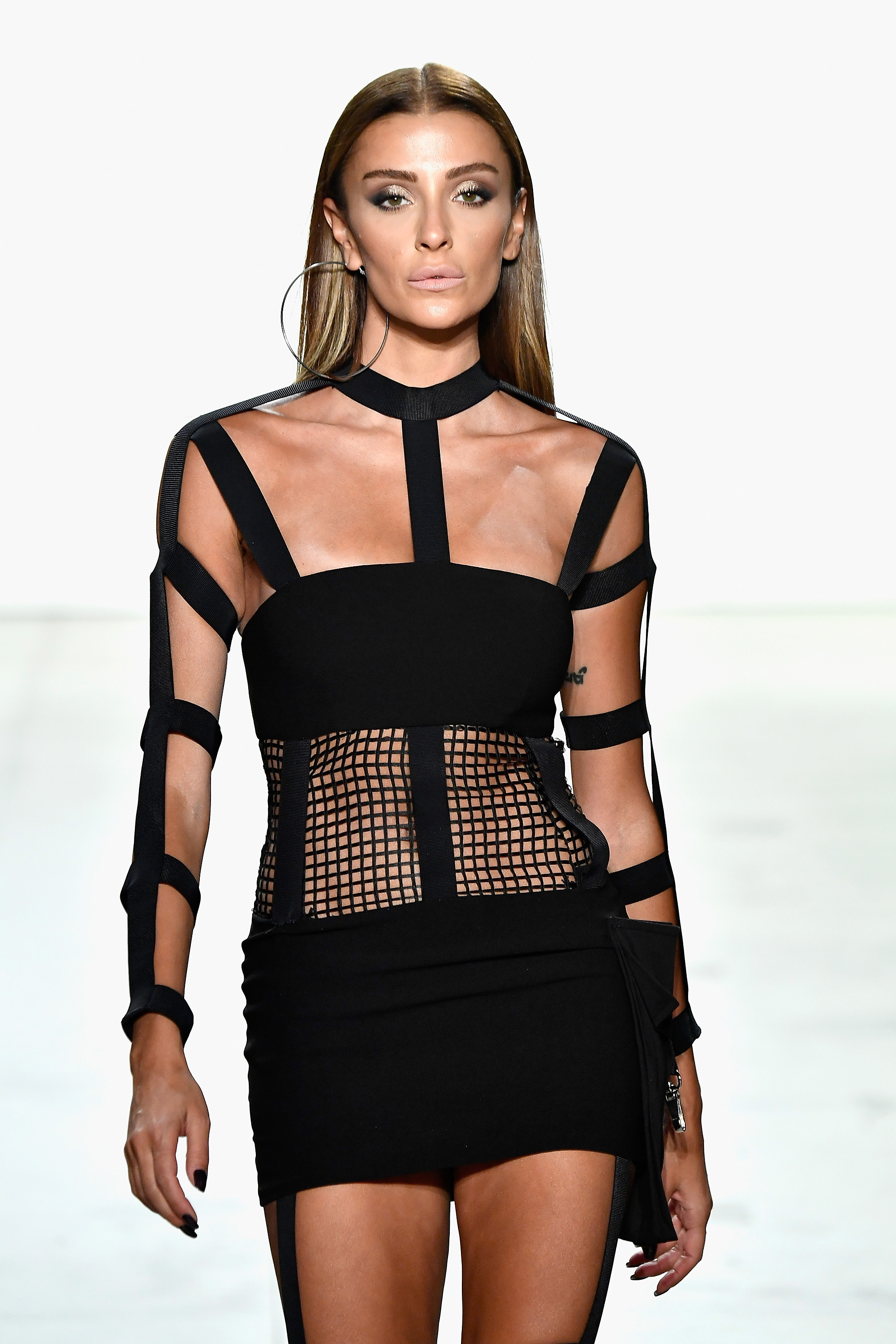 Hakan AKKAYA Spring/Summer 2018 Collection Runway - Supermodel Ozge ULUSOY