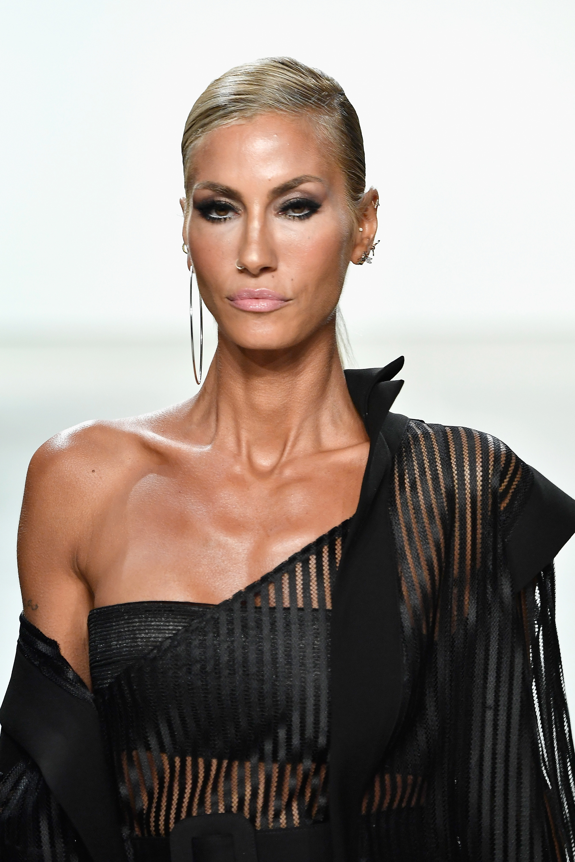 Hakan AKKAYA Spring/Summer 2018 Collection Runway - Supermodel Cagla SIKEL