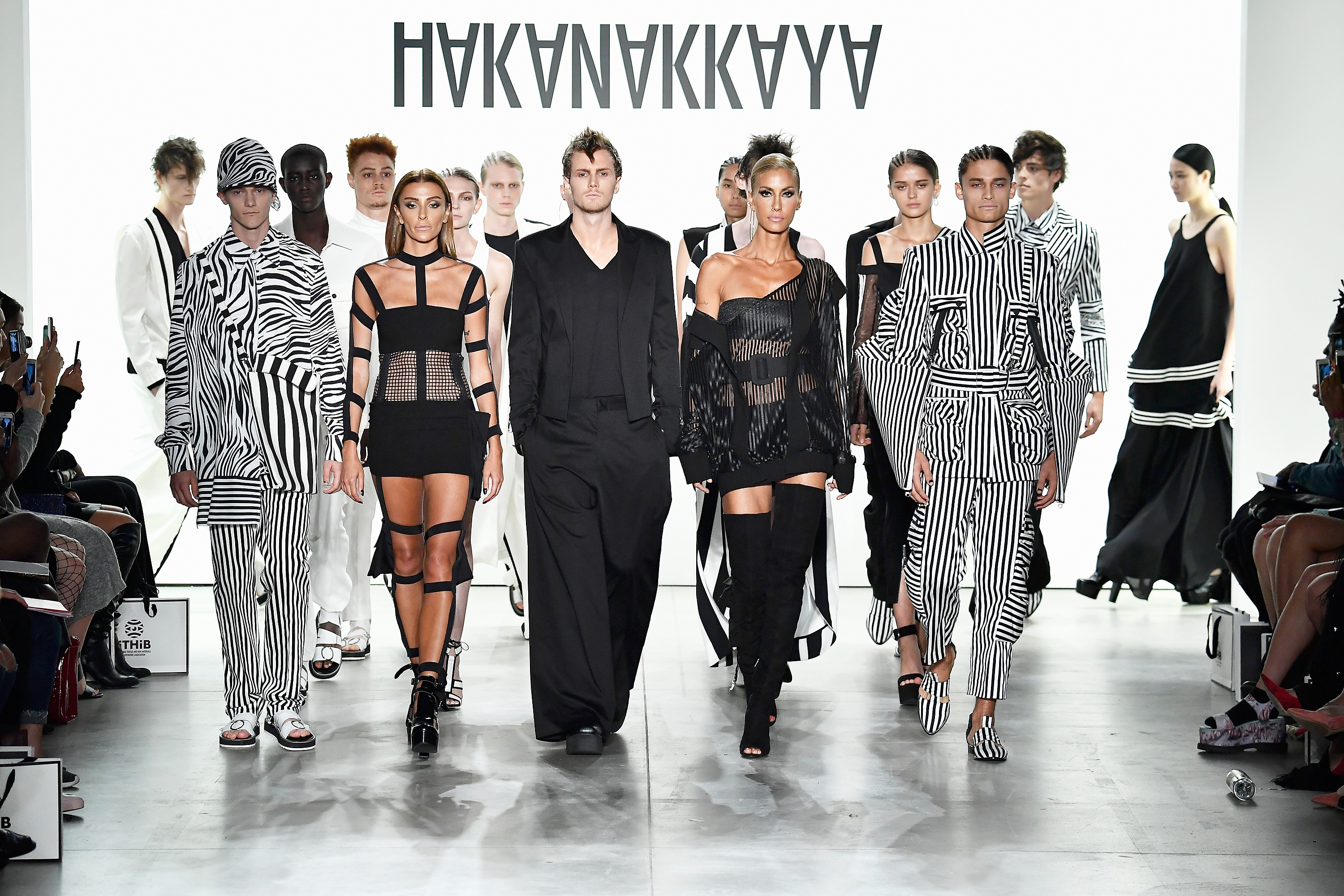 Hakan AKKAYA Spring/Summer 2018 Collection Runway