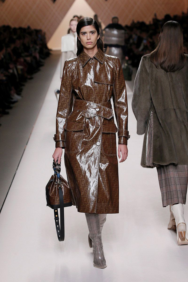 86708091621397 Fendi Fall Winter 2018 19 Womenswear Collection - Fashion Trendsetter
