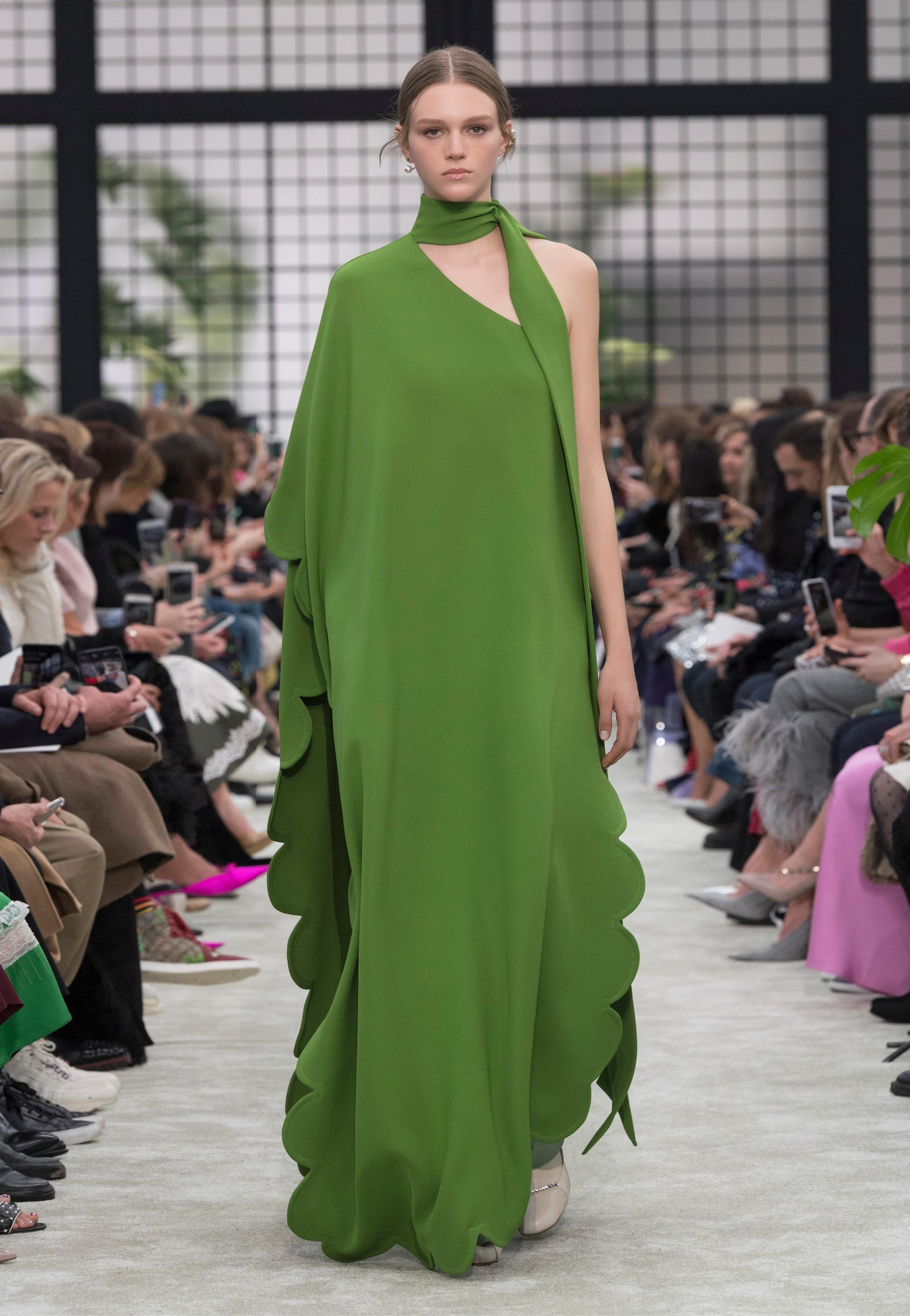 Valentino Fall Winter 2018 19 Womenswear Collection - Fashion ... 7b35246309c