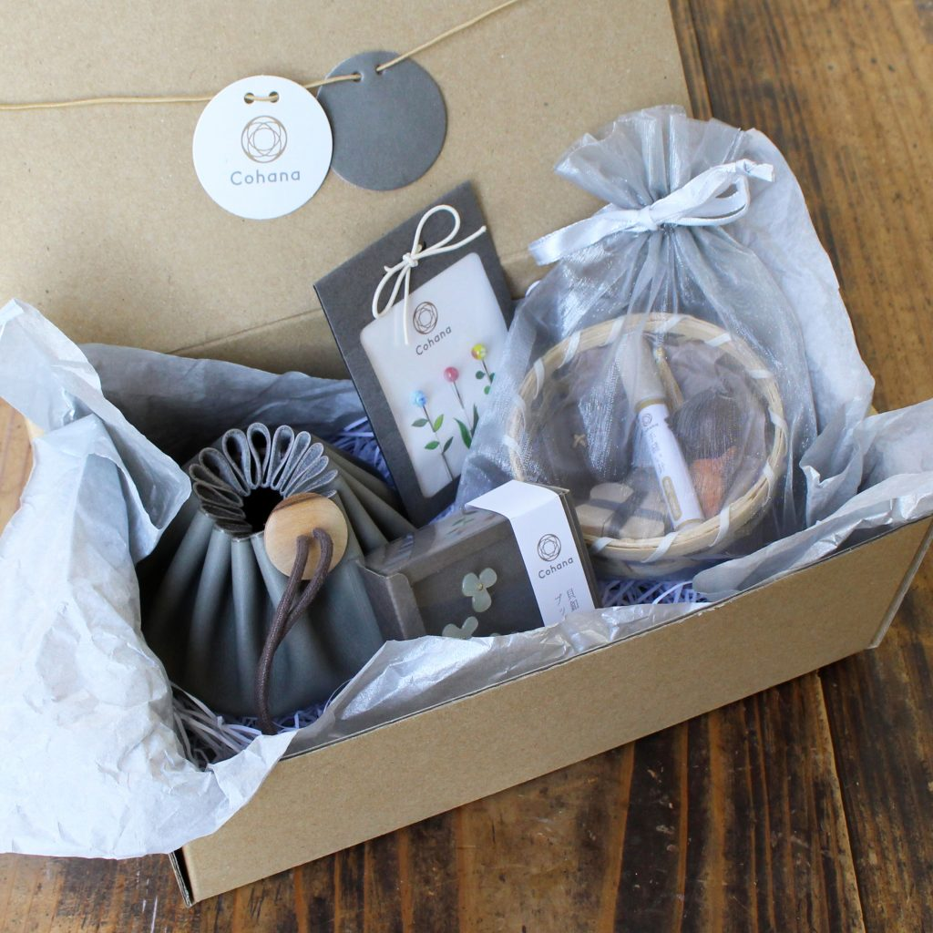 Hands On Workshop has gift sets and packing materials to make those packages feel like you've hand delivered it yourself.