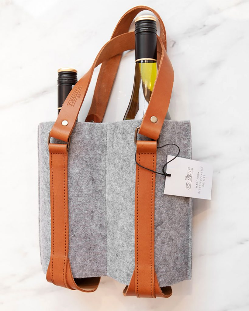 The hand made Single Wine Bottle Holder is perfect for transporting your favorite bottle of wine to and from any wine farm (or your home) all year round. Made from recycled plastic bottle felt fabric with vegetable tanned leather accents.