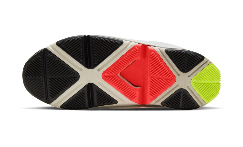 The Nike GO FlyEase has a patent-pending bi-stable hinge and midsole tensioner that allow for hands-free entry.