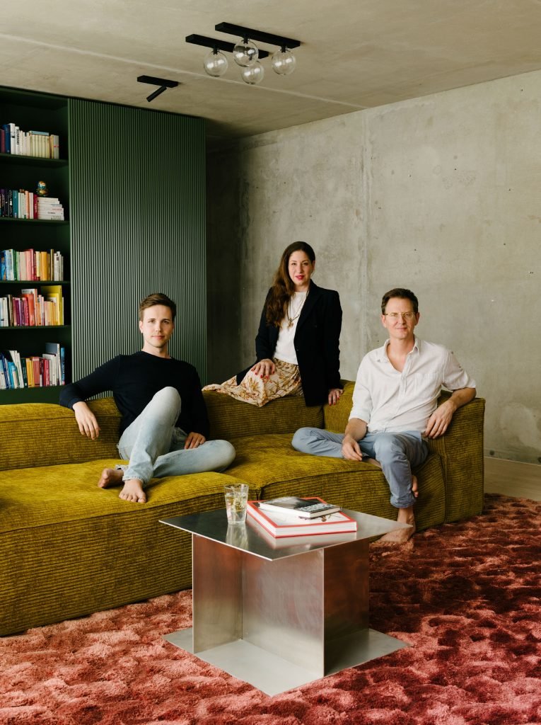 Ester Bruzkus and owners Moritz Ulrich and Niklas Noack in The Green Box. Photo ©Robert Rieger, Courtesy of Ester Bruzkus Architekten.